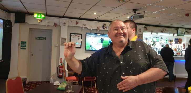 Blackpool 2021: Jason tries his arm at darts