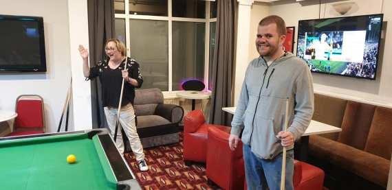 Blackpool 2021: Taz and Callum play pool